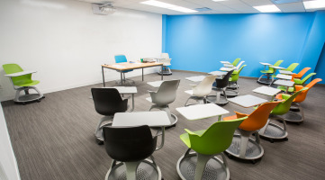 Movable furniture for a collaborative learning environment