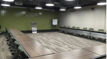 Reconfigurable furniture for a training room